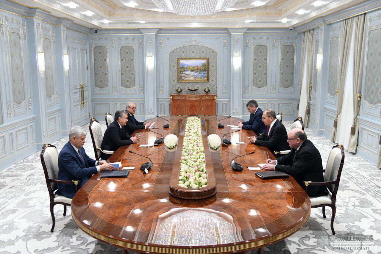 Президент Шавкат Мирзиёев принял исполняющего обязанности министра иностранных дел Российской Федерации Сергея Лаврова