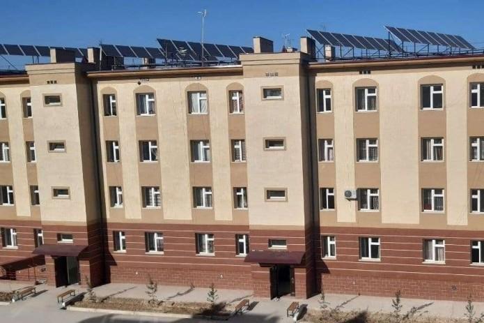В Намангане на крышах четырех новостроек установили 192 солнечные панели