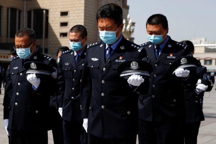 В Китае почтили память жертв коронавируса