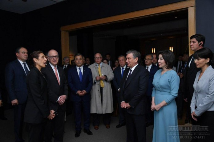 President Shavkat Mirziyoyev visits art gallery in Washington