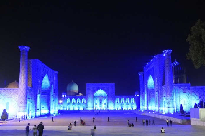 По всему Узбекистану пройдет акция #moviynurtarat. Памятники будут подсвечены синим цветом