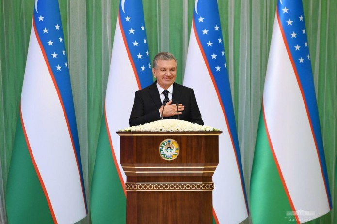 Шавкат Мирзиёев поздравил народ с 27-й годовщиной принятия Конституции