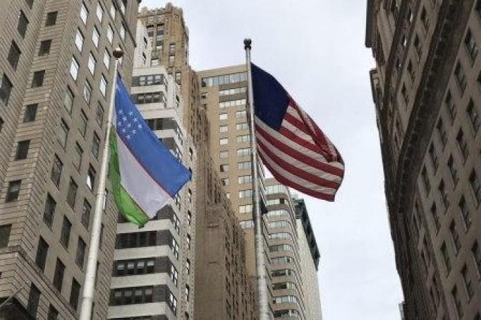 Государственный флаг Узбекистана поднят в финансовом центре США
