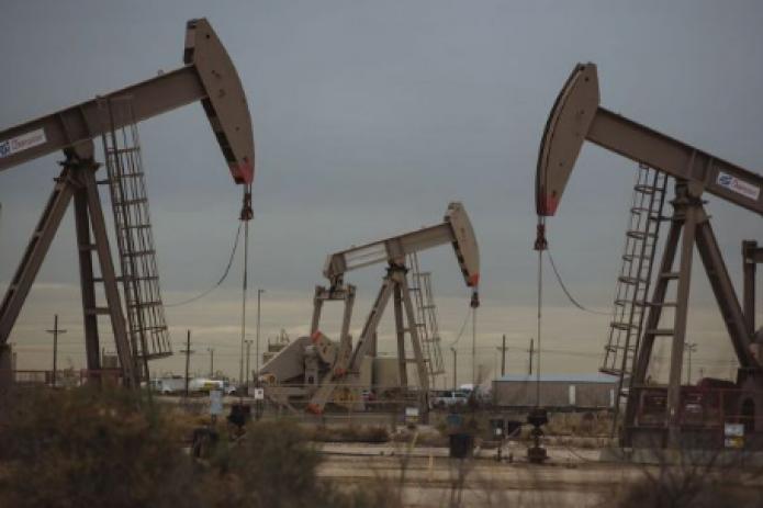 Цены на нефть снижаются на фоне роста эпидемии в США