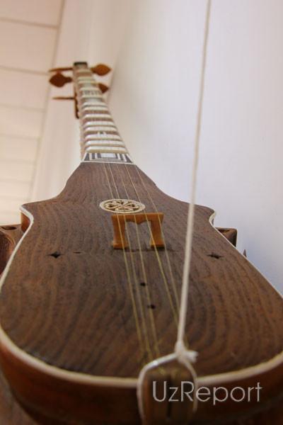 Музыкальные инструменты Узбекистана представлены в Международном караван-сарае культуры Икуо Хироямы