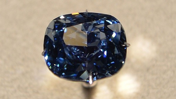В Лос-Анджелесе представили редчайший ярко-синий бриллиант ... 9c54d4d3040