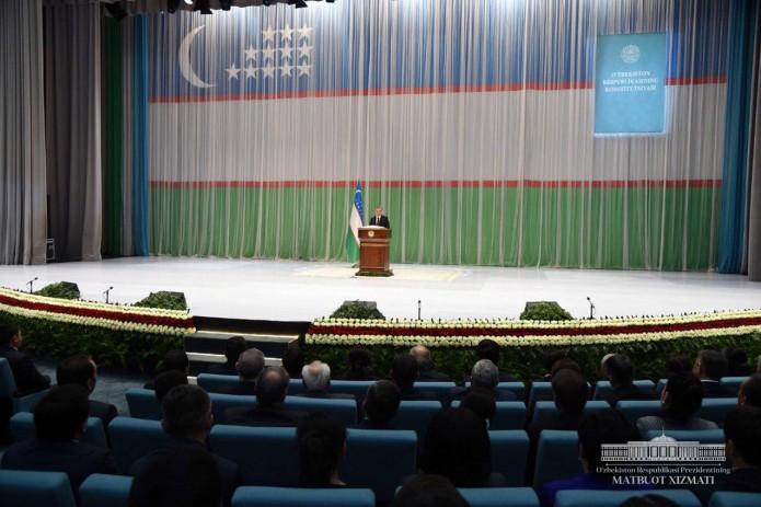 Шавкат Мирзиёев: Соблюдение требований Конституции – священный долг каждого из нас