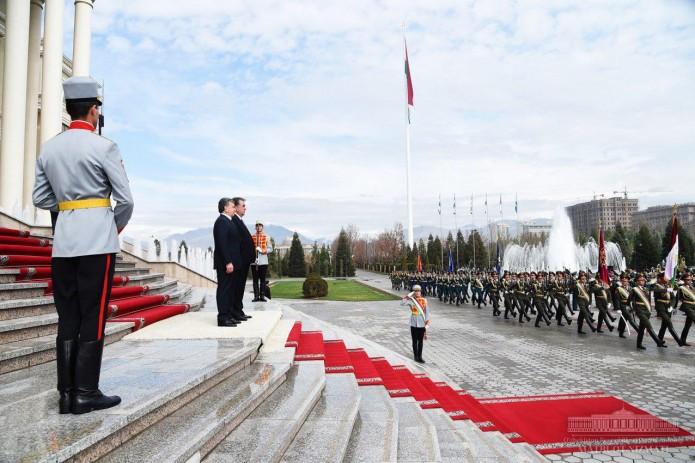 Президенты Узбекистана и Таджикистана провели переговоры