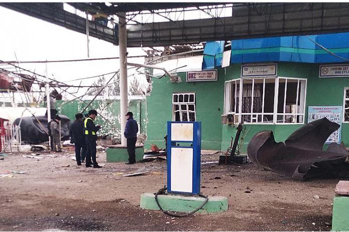 В Джизаке в результате взрыва на газозаправочной станции погиб человек.