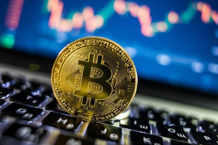 Цена биткоина впервые в истории превысила $48 000