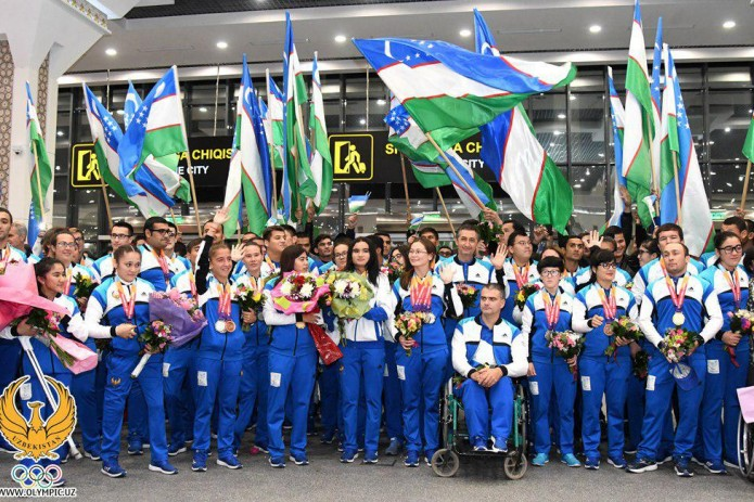 Рекордсменов Параазиатских игр торжественно встретили в аэропорту
