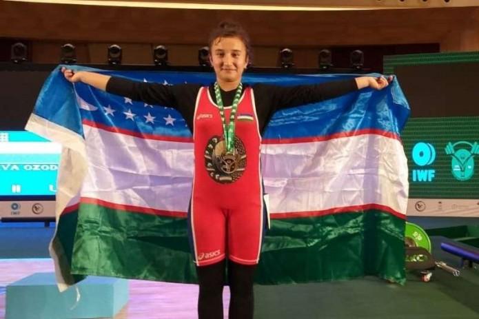 Тяжелоатлетка Озода Хожиева принесла серебро и бронзу в копилку Узбекистана на ЧМ