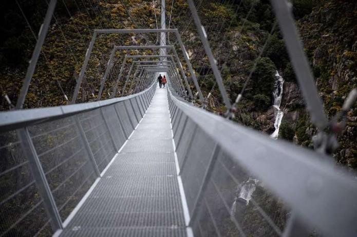 В Португалии достроили самый длинный подвесной мост в мире