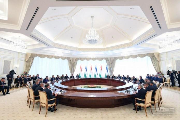 Heads of Uzbekistan and Tajikistan hold expanded meeting