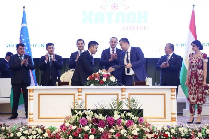 По итогам узбекско-таджикского межрегионального форума подписаны документы на $730 млн.