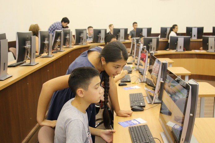 Около 300 детей приняли участие в акции «Час программирования»