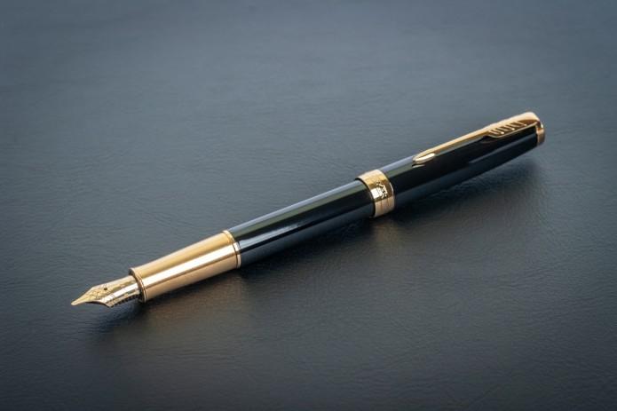Минобороны планирует приобрести две ручки с золотым покрытием за 30 млн. сумов