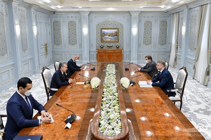 Президент Шавкат Мирзиёев принял гендиректора «Российских железных дорог»