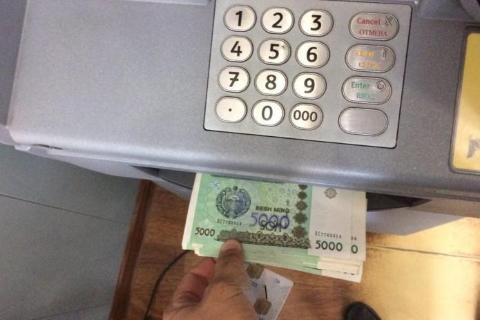 Узбекистанцы с начала года обналичили с карточек почти 26 трлн. сумов