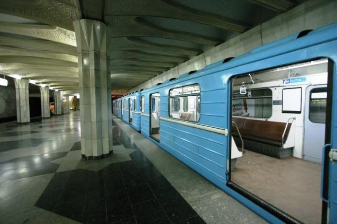 67-летний мужчина упал на рельсы на станции метро «Пушкинская»