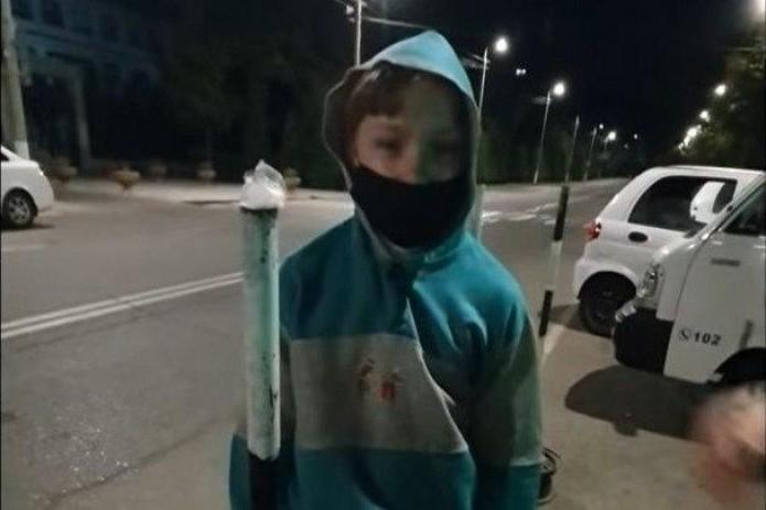 Участковый в Ташкенте силой затолкал ребенка в неслужебную машину с бухарскими номерами