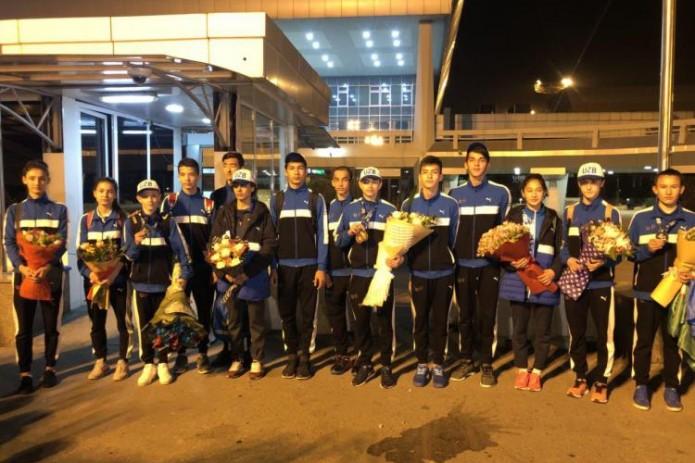 Медалистов ЧМ по таэквондо торжественно встретили в аэропорту