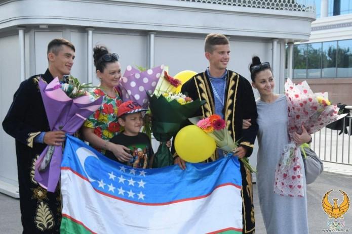 В Ташкенте торжественно встретили призёров ЧМ по академической гребле
