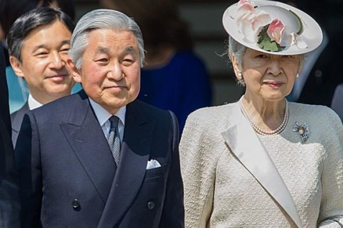 Впервые за 200 лет император Японии отрекается от престола