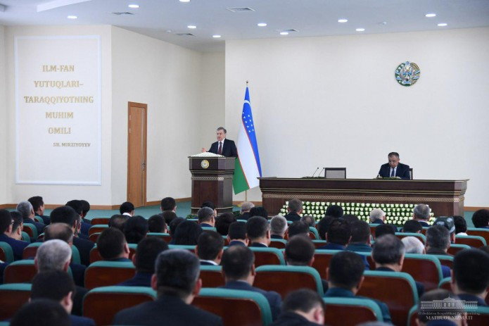 Под председательством Президента в Навои проходит совещание актива области