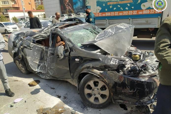 В столице произошло ДТП с участием трёх автомобилей и пассажирским автобусом