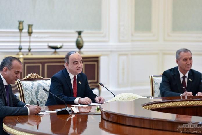 Шавкат Мирзиёев принял парламентскую делегацию Таджикистана