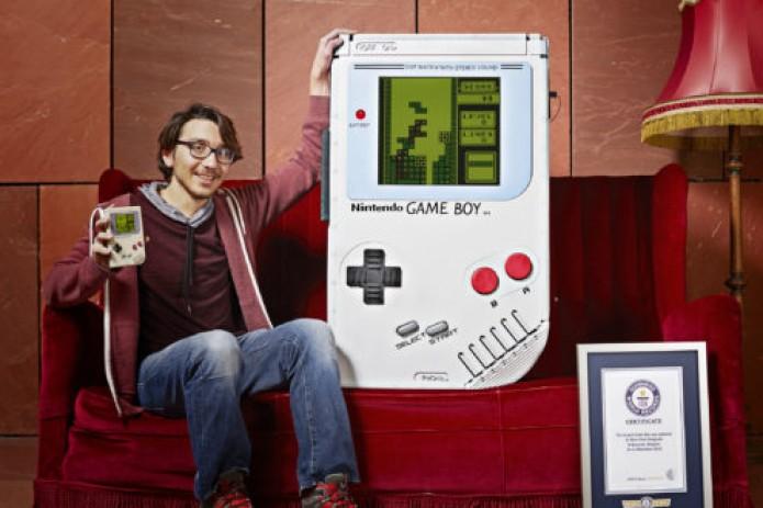 Огромную игрушку Game Boy создал ученик изБельгии