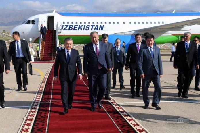 President Shavkat Mirziyoyev arrives in Kyrgyzstan