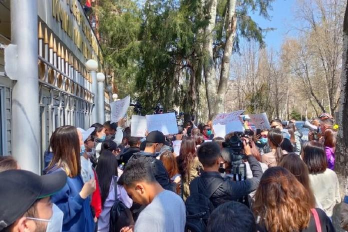 В Бишкеке прошел митинг против похищения женщин для вступления в брак