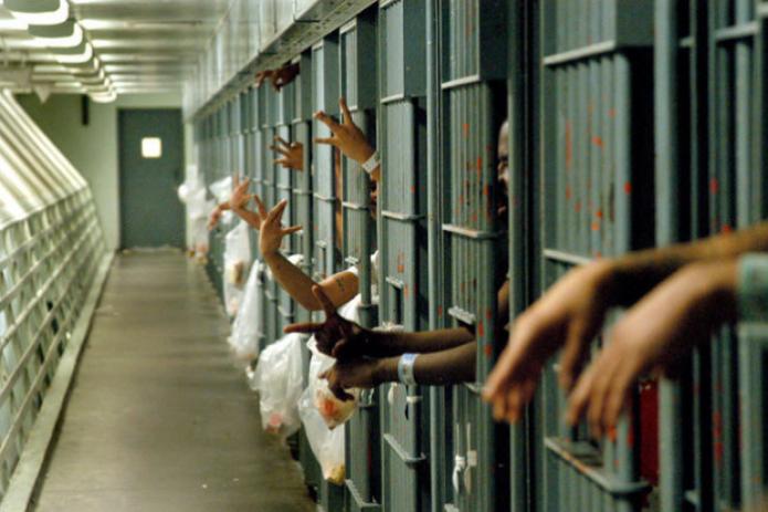 В США часть узников переведут на домашний арест