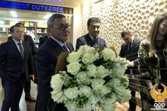 Президента AIBA Гафура Рахимова встретили в Ташкенте