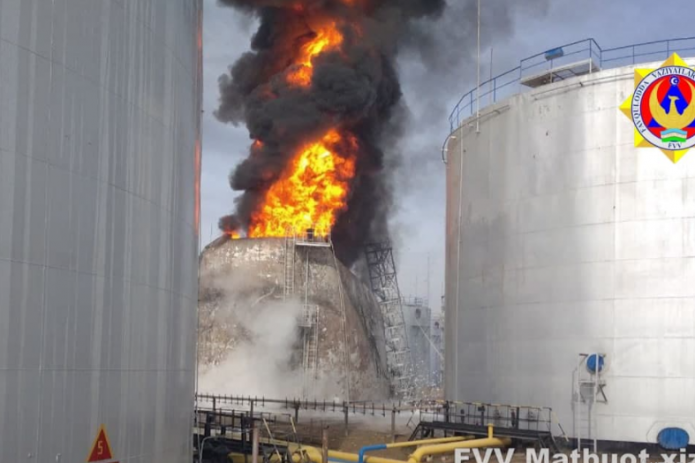 В Ташкентской области загорелась цистерна с горючим