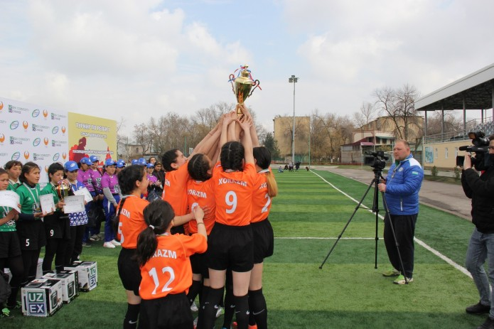 По инициативе УзРТСБ проведен турнир регби, посвященный 8 марта