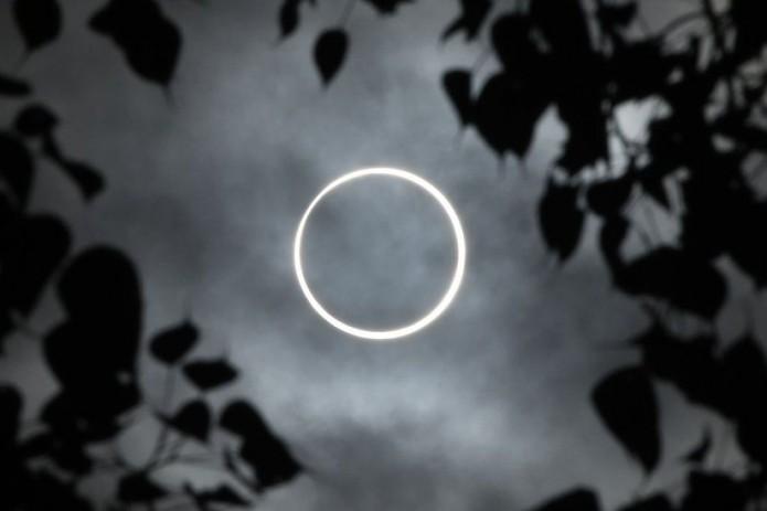 Последнее солнечное затмение 2019 года. Кольцо огня в небе. Фотографии