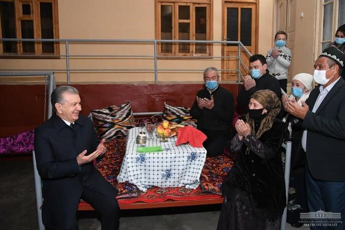 Президент побывал дома у Исмаила Киргизова и Малики Парпиевой