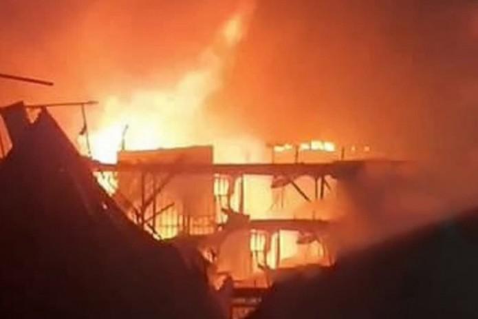 На одном из продуктовых рынков Хивы произошел пожар