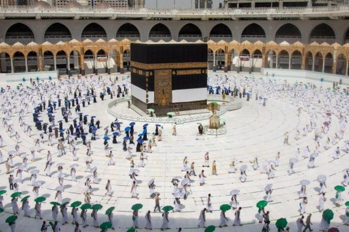 Хадж в эпоху коронавируса: вместо миллионов паломников - сотни (фото)
