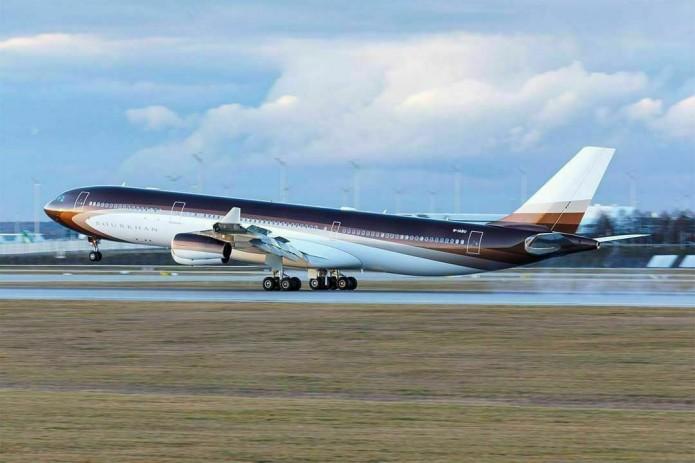 Самолёт Алишера Усманова совершил посадку в Ташкенте