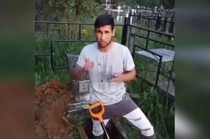 Узбекские тиктокеры начали раскапывать могилы ради популярности