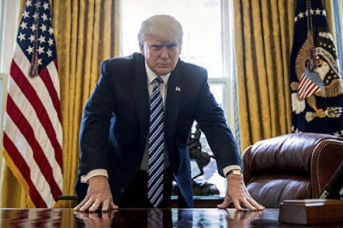 """Трамп """"сбежал"""" из больницы, чтоб встретиться со сторонниками"""
