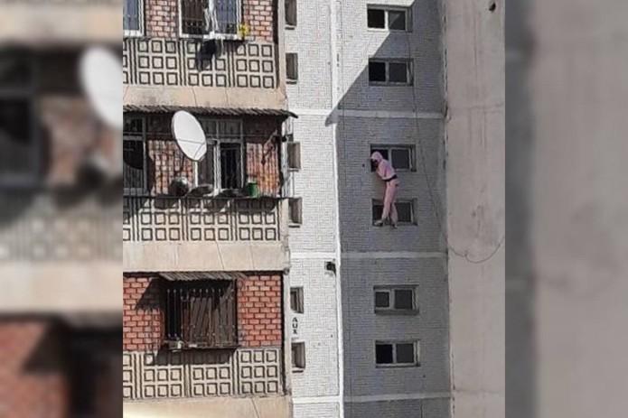 В Ташкенте девушка пыталась сброситься из окна 9-этажного дома