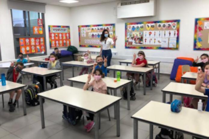 Израиль закрывает школы из-за коронавируса