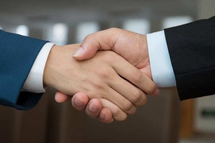 В одном из столичных университетов запретили рукопожатия из-за коронавируса