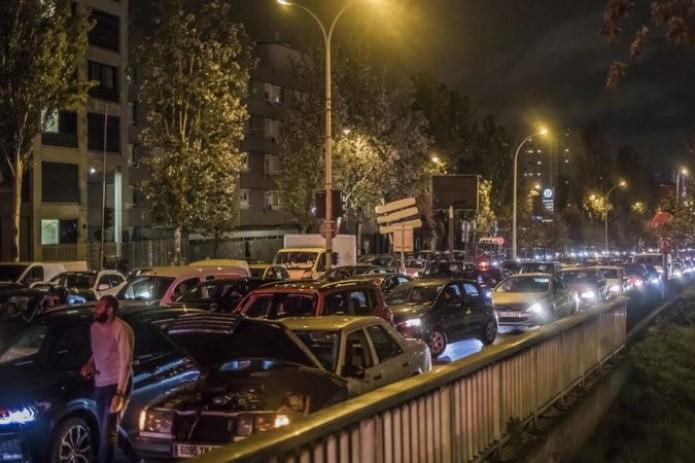 Парижане бегут из города,  пробки вытянулись на 700 км