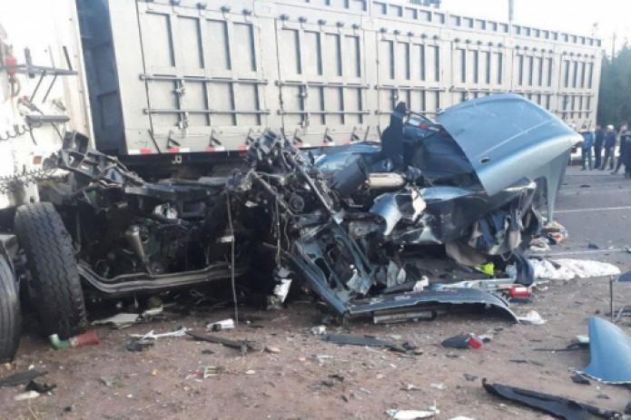 Смертельное ДТП в Ангрене: грузовой автомобиль врезался в товарный поезд